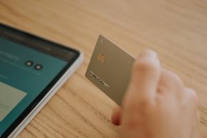 Tarjeta de crédito robada por ciberdelincuente